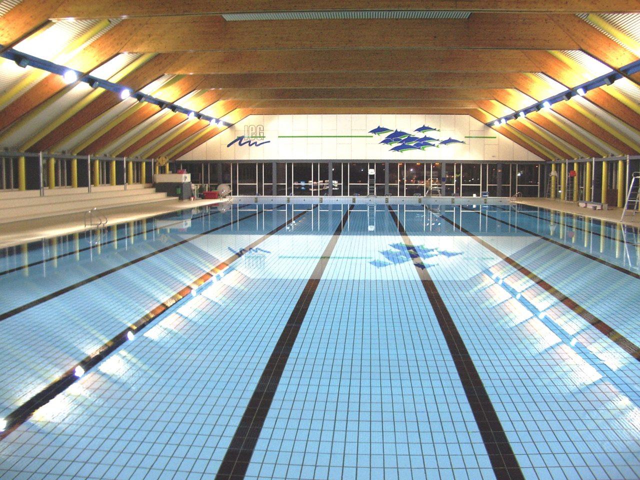 piscine intérieur éclairicie
